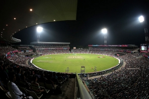 Eden_gardens_under_floodlights_during_a_